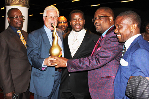 Bishop-ND-Nhlapo-SA-Man-of-the-year-2015-Winner-1